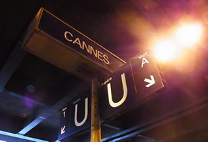 カンヌ駅:近隣の町の宿へ帰る人々で溢れるニース方面のプラットフォーム