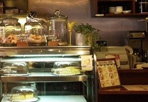 スタンダードブックストアのカフェ。内装はアメリカの大学街風。