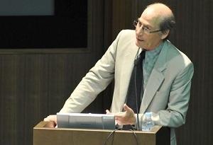 青山学院大学・本多記念国際会議場で講演するケン・コーンバーグ氏
