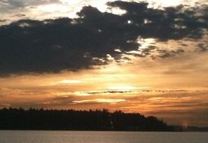 シアトルの海に沈む夕陽