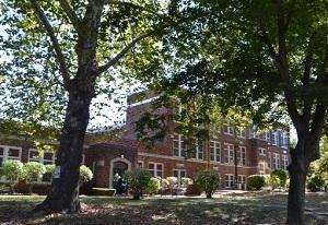 グレンロック 緑の中の学校